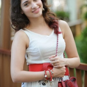 Indian Girls Stunning Wallpapers for Mobiles