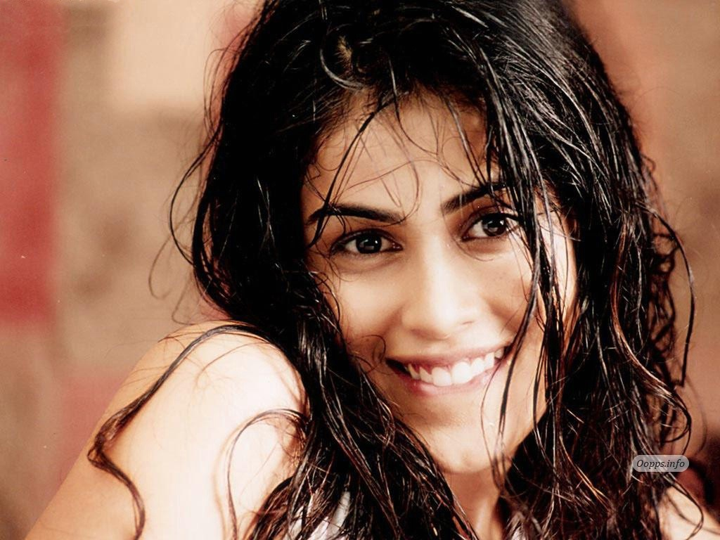 genelia d souza biography & hd wallpapers free download