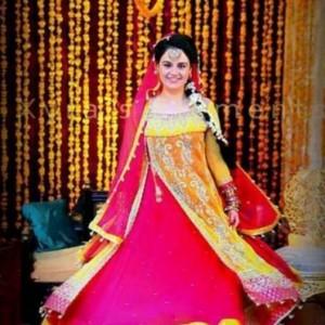 11f5650a702b Beautiful Mehndi Dresses of Pakistan 2019
