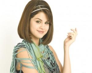Salena gomez trendy hairstyle